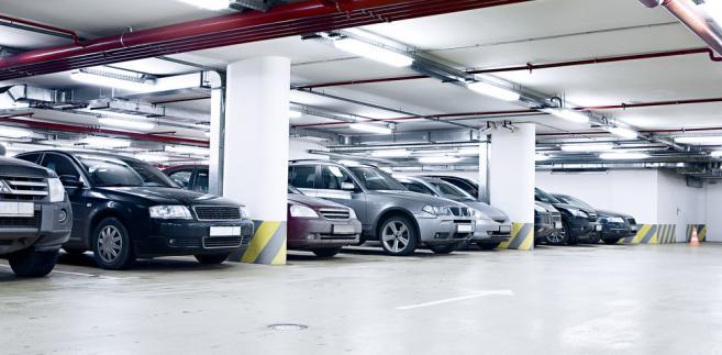 Współwłaściciele miejsc postojowych w garażach zlokalizowanych zwykle w podziemiu budynku mieszkalnego nie będą dostawać decyzji za całą halę garażową i nie będą odpowiadać solidarnie za uiszczenie daniny