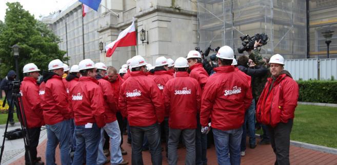 Związkowcy po spotkaniu przedstawicieli górniczych związków zawodowych z premierem