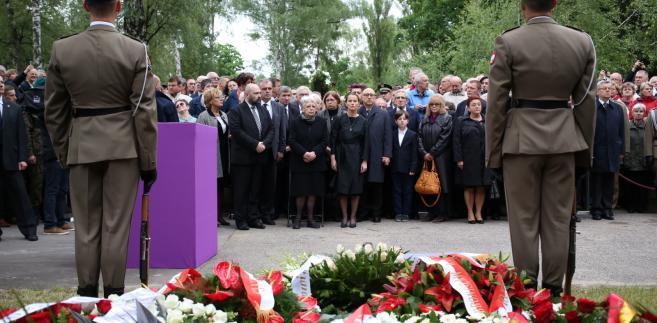 Aleksander Kwaśniewski wygłosił mowę nad grobem gen. Jaruzelskiego PAP/Leszek Szymański