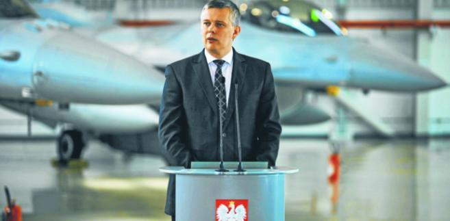 Minister Siemoniak chwali się, że umie wydawać pieniądze. Ale nie powie na co, to tajemnica