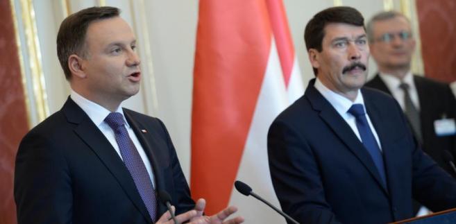 Prezydent RP Andrzej Duda i prezydent Węgier Janos Ader podczas konferencji prasowej po spotkaniu w Pałacu Sandora w Budapeszcie.
