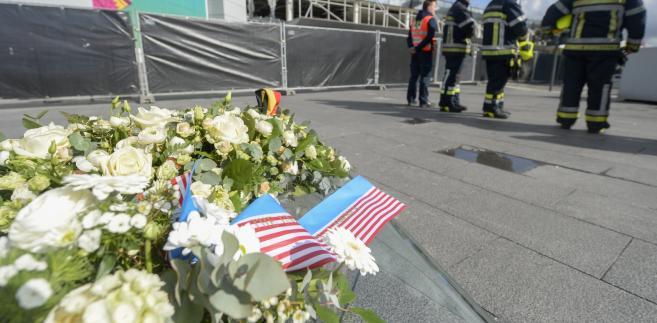 John Kerry złożył hołd ofiarom zamachów w Brukseli