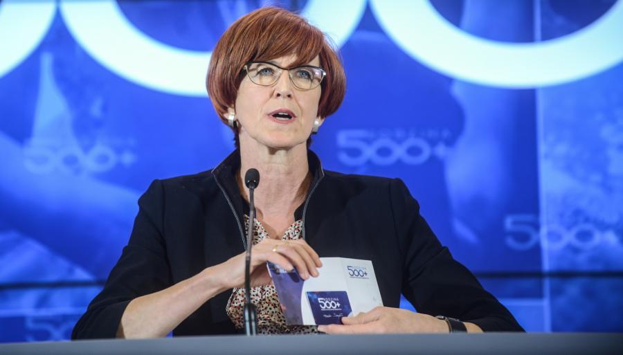 Minister rodziny, pracy i polityki społecznej Elżbieta Rafalska podczas konferencji sprawozdawczej z pierwszego dnia uruchomienia programu Rodzina 500 plus