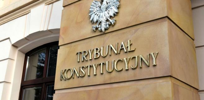 """""""Warunkiem obowiązywania orzeczeń Trybunału Konstytucyjnego jest ich publikacja, o tym mówi bardzo wyraźnie konstytucja"""" - powiedział Bochenek."""