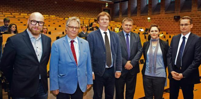 Od lewej: Krzysztof Zasada, prof. Piotr Kruszyński, dr Piotr Kładoczny, sędzia Waldemar Żurek, Dominika Sikora, sędzia Sławomir Pałka