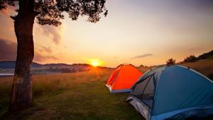 Rolnik, który zorganizuje na swoim terenie pole namiotowe i będzie je udostępniał za opłatą turystom, nie musi zakładać firmy.