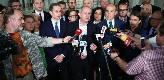 Sławomir Neumann i posłowie PO, podczas konferencji prasowej