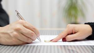 Organy podatkowe przyjmują, iż czynność zawarcia porozumienia pomiędzy wydzierżawiającym a dzierżawcą, które dotyczy wyrażenia zgody na wcześniejsze rozwiązanie zawartej umowy, stanowi odpłatne świadczenie usług.