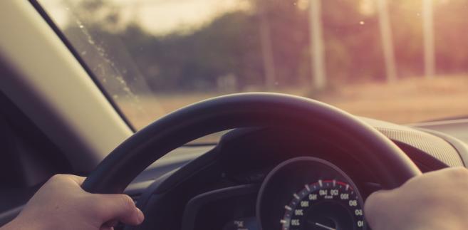 według wyników badań przeprowadzonych w 2011 r. przez TNS Pentor na zlecenie Ministerstwa Infrastruktury do najczęściej wymienianych przez kierowców przyczyn przekraczania prędkości należą: korzystne warunki pogodowe, dobry stan drogi, duża prędkość innych uczestników ruchu, dobry samochód, pośpiech oraz samopoczucie kierowcy.