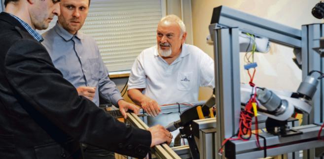 Od lewej: dr hab. inż. Adam Piłat, dr inż. Mirosław Jabłoński i prof. Ryszard Tadeusiewicz