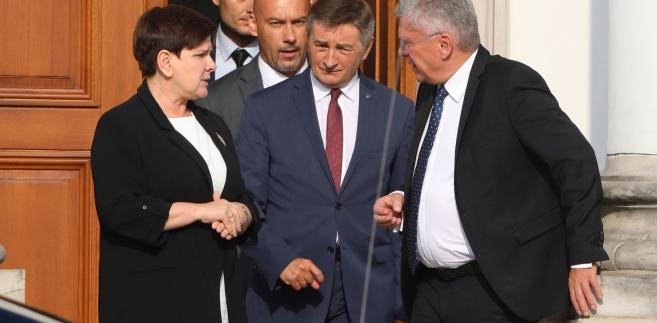 Po spotkaniu z prezydentem premier Beata Szydło, marszałek Sejmu Marek Kuchciński i marszałek Senatu Stanisław Karczewski mieli zatroskane miny