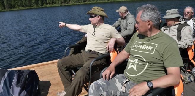 Uwłaszczeni oligarchowie zaczęli rozglądać się za silnym człowiekiem, który obroni Rosję. I znaleźli go – pisze Arkadij Ostrowski