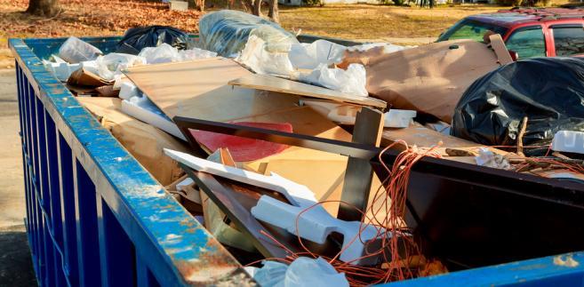 """Dworczyk stwierdził, że """"sprawa wysypisk i płonących śmieci jest istotnym problemem""""."""