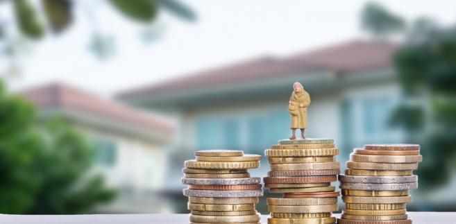 Osoby pobierające emeryturę częściową, mimo że nie osiągnęły powszechnego wieku emerytalnego, mogą dorabiać bez ograniczeń. Bez względu na przychód ZUS nie zawiesi im świadczeń.
