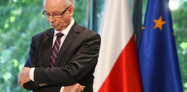 - Misją mojej delegacji, która jest silna i wpływowa w PE, jest bycie głosem milionów Polaków, którym jest dobrze w Unii, bo czują się u siebie - wyjaśnia polityk