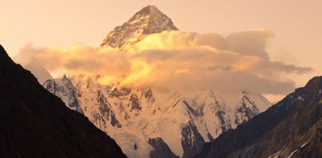 Szczyt K2 o zachodzie słońca