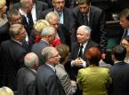 Słabnie czar sondażowej teflonowości. PiS czeka na to, co wymyśli Kaczyński