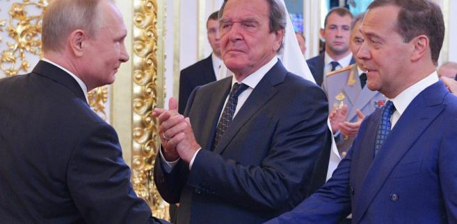 Władimir Putin, Dmitrij Miedwiediew i Gerhard Schroeder