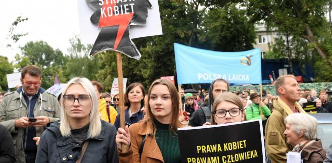 Protest przeciwko zaostrzeniu przepisów aborcyjnych