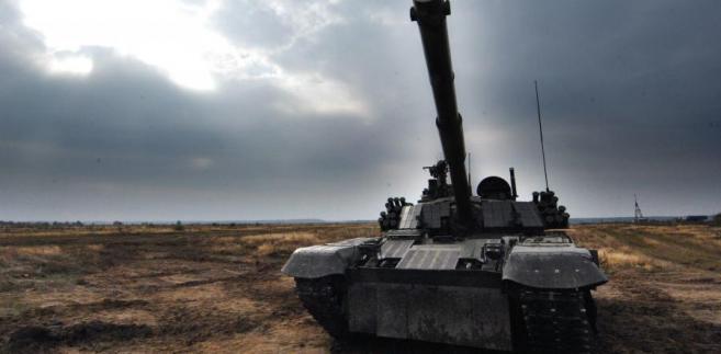"""Z informacji """"GPC"""" wynika, że przyczyną katastrofalnej sytuacji firmy są źle skalkulowane kontrakty, m.in. na dostawę czołgów do Malezji i wozów zabezpieczenia technicznego do Indii."""