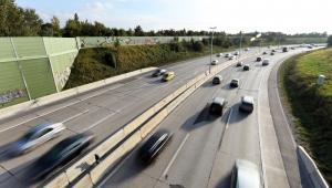 Różnice w rozwoju sieci szybkich dróg na ścianie wschodniej i w innych regionach są duże, mimo trwających inwestycji.