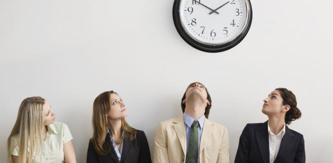 Przestrzeganie czasu pracy ustalonego w firmie należy do podstawowych obowiązków pracownika.