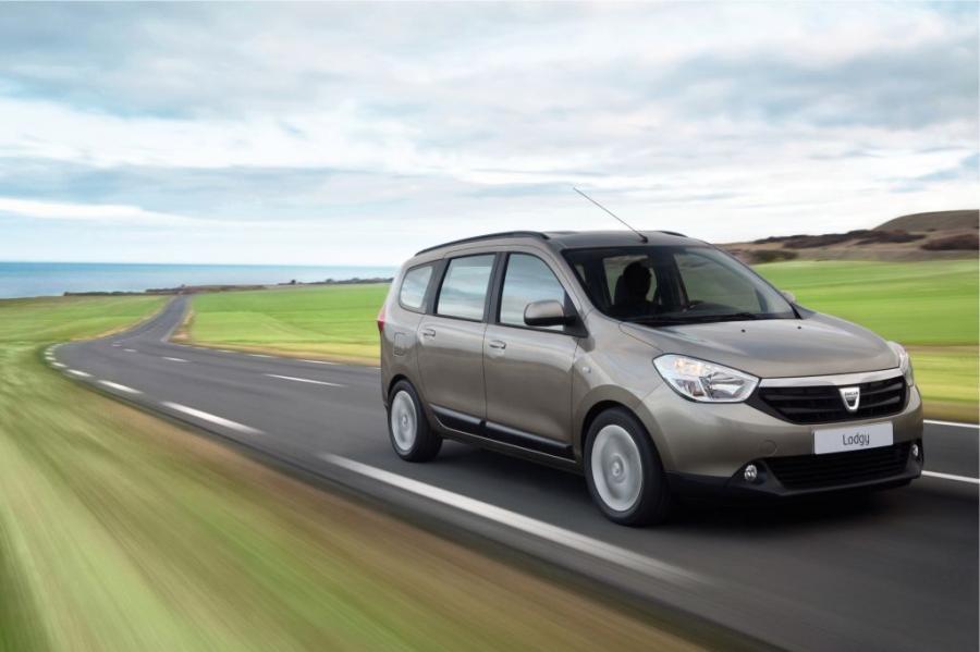Dacia Lodgy. Przestronny, funkcjonalny van w wersji 5- lub 7-miejscowej. Lodgy zwraca uwagę wymiarami vana klasy C (długość 4,50 m) za cenę vana klasy B. Jest samochodem o atrakcyjnym designie wnętrza i nowoczesnych zaletach użytkowych. Dacia Lodgy oferowana jest z czterema silnikami: 1.6 84 i TCe 115 oraz 1.5 dCi 90 i 1.5 dCi 110.