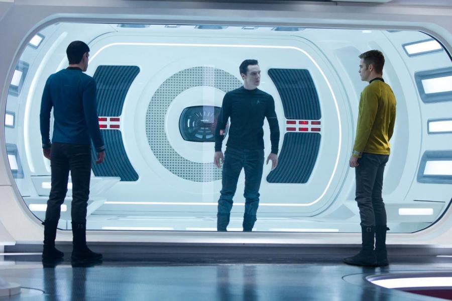 """Zachary Quinto, Benedict Cumberbatch i Chris Pine w filmie """"Star Trek Into Darkness"""""""