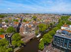 Amsterdam – największe miasto Holandii musi dzielić miano stolicy z mniej znaną Hagą. Amsterdam jest stolicą konstytucyjną, natomiast w Hadze mieści się siedziba holenderskiego rządu, a miasto pełni funkcję stolicy administracyjnej.