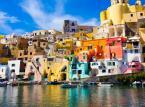 6. miejsce: Procida – niezwykłe piękna wysepka położona w bliskiej odległości od wyspy Ischia. Wyspa kusi turystów swoimi kolorami, gajami cytrusowymi. Jest to prawdziwy klejnot wśród włoskich wysp.