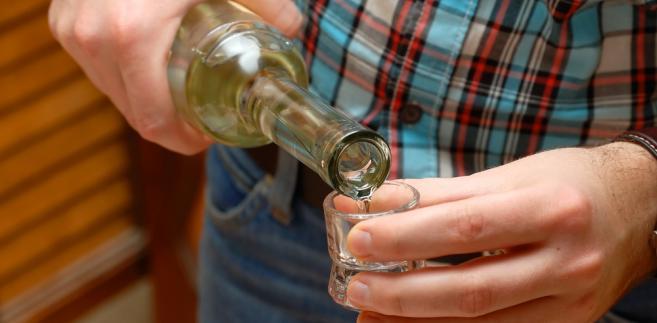 Sprzedawcom nalewek przypomniano, że wprowadzanie alkoholu do sprzedaży nawet na lokalnych imprezach plenerowych musi być zgodne z przepisami