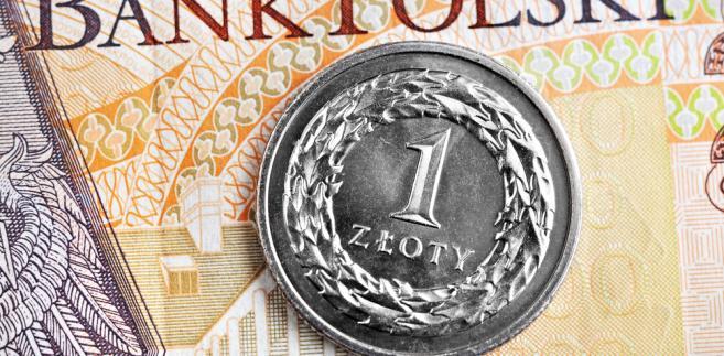 """""""Poniedziałkowa siła złotego to efekt dobrych nastrojów na rynkach światowych, gdzie rosły indeksy giełdowe oraz ceny surowców, jak również umacniały się pozostałe waluty z naszego regionu. Wpływu na wartość polskiej waluty nie miały natomiast finalne dane o inflacji za luty oraz wystąpienia członków Rady Polityki Pieniężnej"""""""