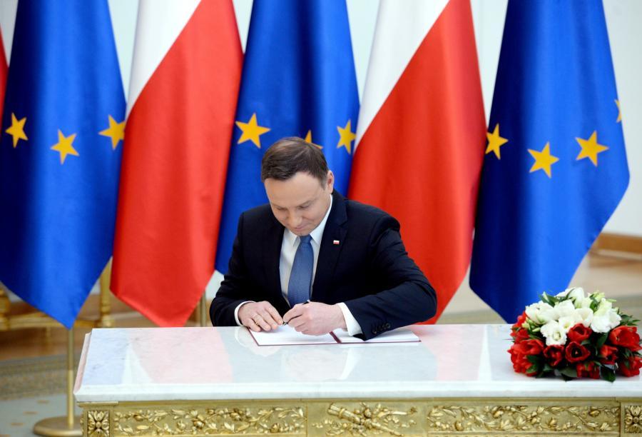 Prezydent Duda podpisał w Pałacu Prezydenckim ustawę wprowadzającą program 500 plus