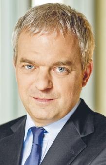 Dariusz Krawiec, prezes PKN Orlen, do 16 grudnia ub.r. zarobił 3189 tys. zł. Otrzyma też odprawę: 3360 tys. zł i 1620 tys. zł premii za 2015 r. Następca –Wojciech Jasiński.