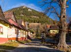 <strong>4. Vlkolinec</strong> <br><br> We wsi Vlkolinec wyjątkowo dobrze zachowała tradycyjna zabudowa typowa dla górskich obszarów Słowacji. Żywy skansen składający się z 45 zabudowań wpisany został w 1993 na listę światowego dziedzictwa UNESCO.