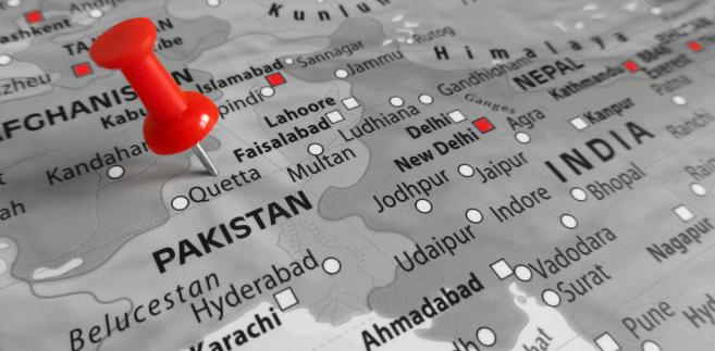 Zwłoki pięciu osób znaleziono w sobotę w zilli (dystrykcie) Ketch na granicy z Iranem - poinformował rzecznik władz prowincji Anwaar ul Haq. Dodał, że osoby te zostały zastrzelone dwa dni wcześniej.