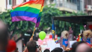 Nie wydaje mi się, żeby była jakaś presja na homoseksualistów, nie wydaje mi się, żeby ktokolwiek musiał np. myśleć o wyjeździe z Polski, bo tu nie jest tolerowany.