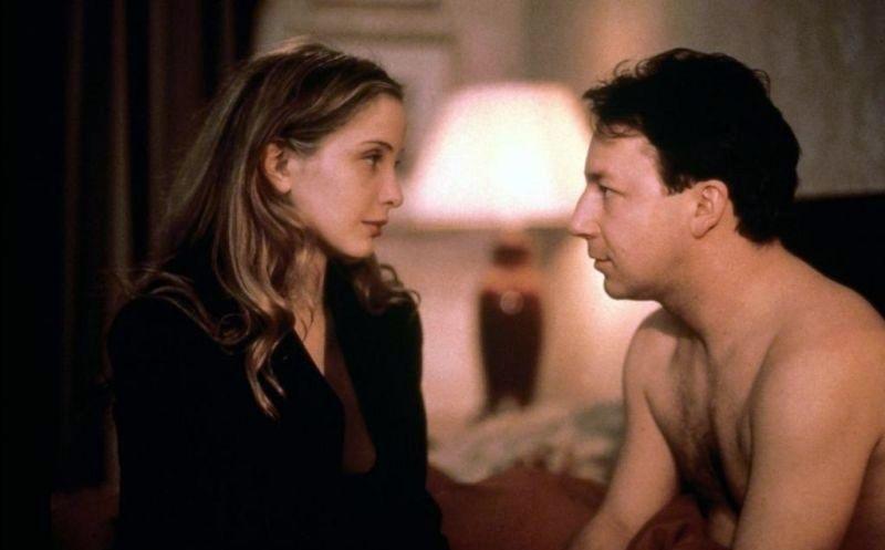 """Julie Delpy i Zbigniew Zamachowski w filmie """"Trzy kolory: Biały"""" w reżyserii Krzysztofa Kieślowskiego (1994)"""