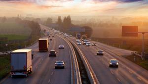 Kierowca, który nie jest kierowcą ciężarówki, będzie obsługiwany przez aplikację. Jeżeli wszystko dobrze pójdzie, to będziemy mogli zrezygnować z manualnego systemu poboru opłat na drogach. Albo przynajmniej ograniczyć go do jednego pasa na drodze dla kierowców, którzy nie będą mieli tej aplikacji - tłumaczy Zagórski.