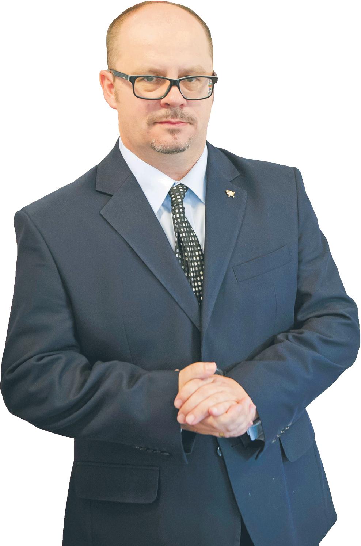Przemysław Sypniewski, prezes Poczty Polskiej; zfirmą związany od końca lat 90., kiedy pełnił funkcję wicedyrektora biura; założyciel Instytutu Pocztowego, były biegły Najwyższej Izby Kontroli ds. rynku pocztowego