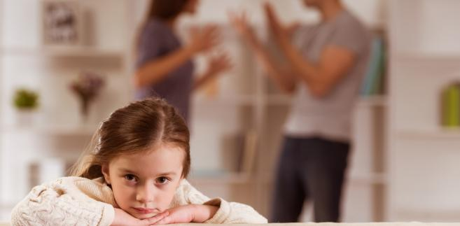 Nawet pozostawienie władzy rodzicielskiej obojgu rodzicom nie zwalnia sądu od osobnego orzeczenia o kontaktach z dzieckiem