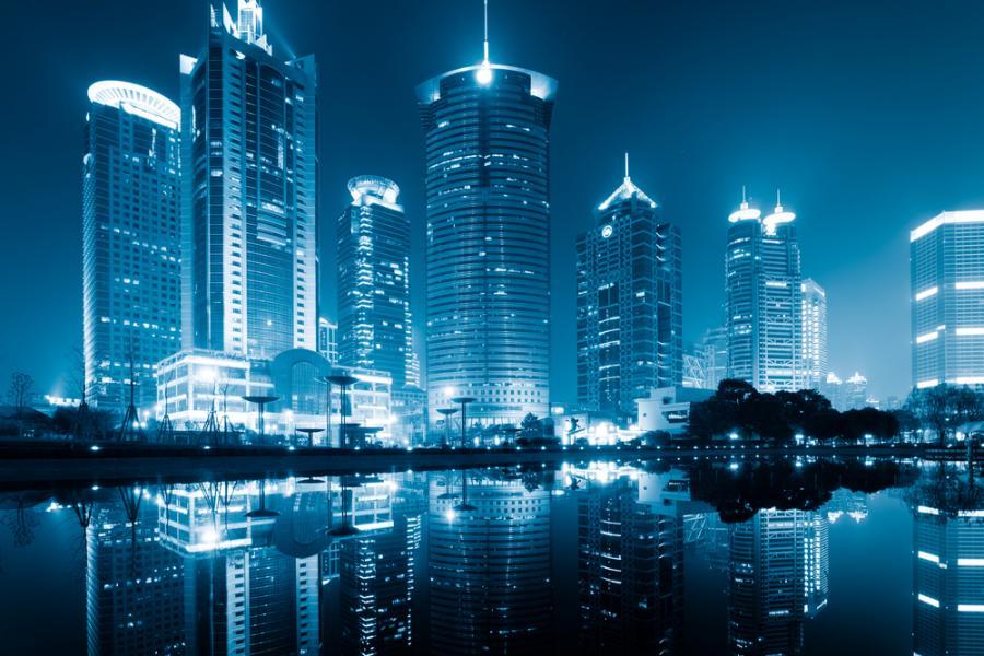 Widok na szanghajskie centrum finansowe. Chińską aglomerację zamieszkuje ok. 18,4 mln. ludzi.