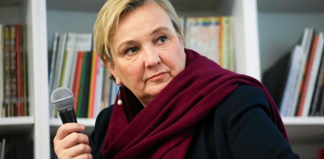 """Pytana, czy jej zdaniem jest szansa, że po odwołaniu Czarneckiego funkcja wiceszefa PE zostanie utrzymana przez europosła PiS, Thun zapewniła, że bardzo zależy jej, żeby """"funkcje ważne w instytucjach europejskich były w rękach Polaków"""""""