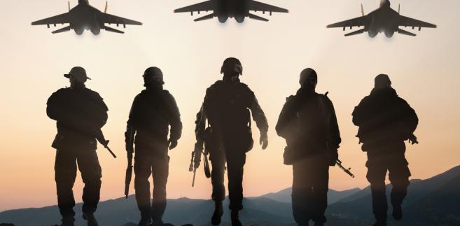 """""""Misja Stanów Zjednoczonych nie uległa zmianie - prezydent jasno stwierdził, że chce, aby siły zbrojne USA wróciły do domu tak szybko, jak to możliwe"""", powiedziała w oświadczeniu rzeczniczka Białego Domu Sarah Sanders. """"Jesteśmy zdeterminowani, aby całkowicie zniszczyć ISIS""""."""