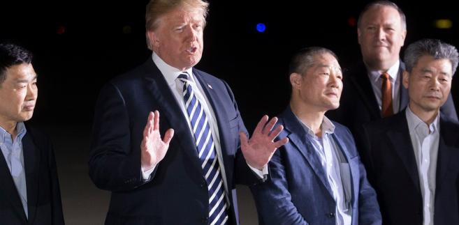 Donald Trump i trzej więźniowie uwolnieni przez Kima
