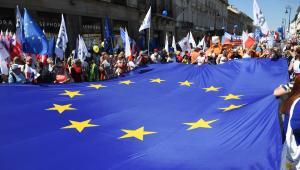 Uczestnicy organizowanego przez Platformę Obywatelską, Nowoczesną i Komitet Obrony Demokracji Marszu Wolności.