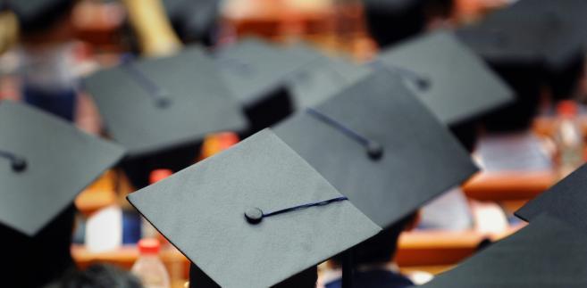 Ogólnie powyżej średniej krajowej zarabiają absolwenci aż 1606 wydziałów w Polsce, a poniżej – 2303.