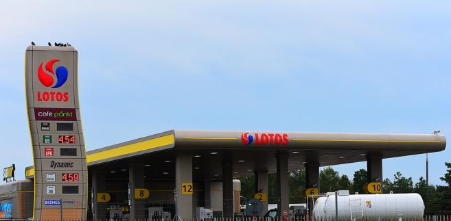 Grupa Lotos jest zintegrowanym pionowo koncernem naftowym, który zajmuje się poszukiwaniem i wydobyciem ropy naftowej, jej przerobem oraz sprzedażą hurtową i detaliczną wysokiej jakości produktów naftowych. Skonsolidowane przychody ze sprzedaży Grupy Lotos wyniosły 24,18 mld zł w 2017 roku.