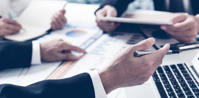 Skazani prawomocnie np. za ogłoszenie fałszywych danych finansowych spółki lub działanie na jej szkodę – nie mogąc formalnie osobiście zarządzać firmami – zostawali prokurentami.