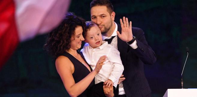 Patryk Jaki z żoną i synem
